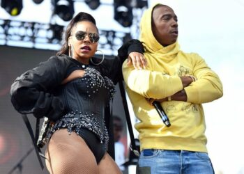 LONG BEACH, CA - JULY 07:  (L-R) Rappers Ashanti and Ja Rule perform onstage during the Summertime in the LBC music festival on July 7, 2018 in Long Beach, California.  (Photo by Scott Dudelson/Getty Images)
