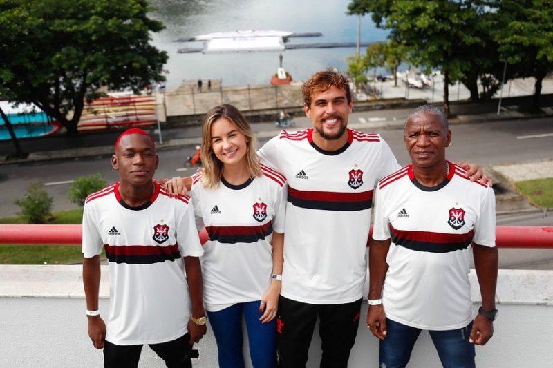 Adidas convoca MC's para lançar a nova camisa do Flamengo Foto 2