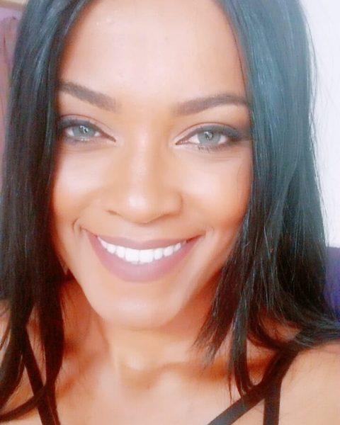 Brasileira parecida com Rihanna viraliza na Internet Foto 2