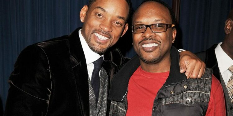 """LOS ANGELES, CA - DECEMBER 16:  Actor Will Smith and DJ Jeffrey Townes of DJ Jazzy Jeff and The Fresh Prince pose  at the afterparty for the premiere of Columbia Pictures' """"Seven Pounds"""" at the Armand Hammer Museum on December 16, 2008 in Los Angeles, California.  (Photo by Kevin Winter/Getty Images)"""