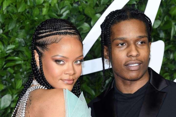Rihanna usa decote para encontro com A$AP Rocky