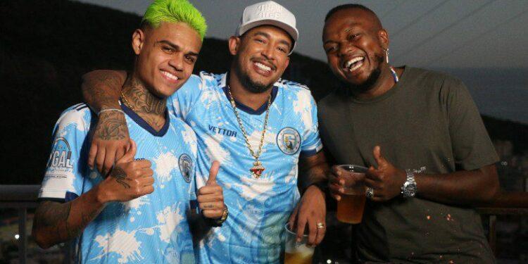 capa A-Favela-Venceu-MC-Tikão-_-Djonga-_-MC-Cabelinho